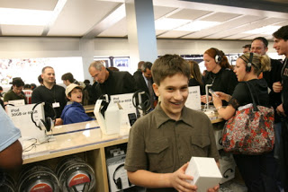 Allen Paltrow Biggest Fan of Apple