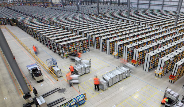 Inside eCommerce Giant Amazon's Warehouse [Video]