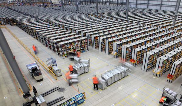 Inside eCommerce Giant Amazon's Warehouse [Video]
