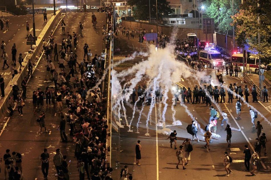 12 Powerful Pictures Describing Hong Kong's Umbrella Revolution