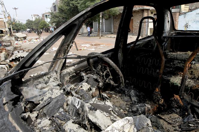 Photos From Trilokpuri Riots In Delhi -4