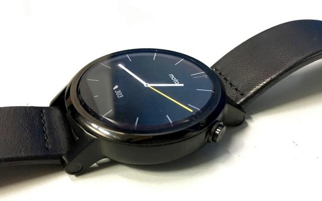 Moto 360 smartwatch build
