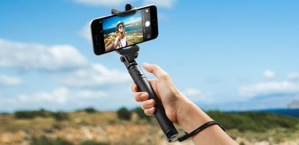 new concept 66056 59114 5 Best Bluetooth Selfie Sticks for iPhone 7 and 7 Plus | Beebom
