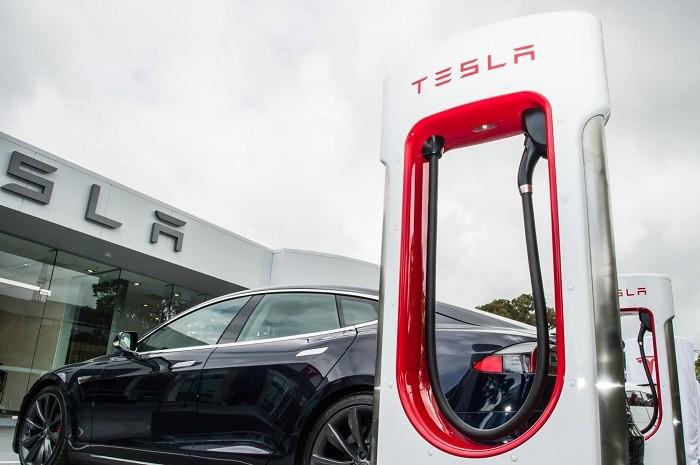 Elon Musk Calls Analyst's Questions 'Boring' As Tesla Posts Record Loss