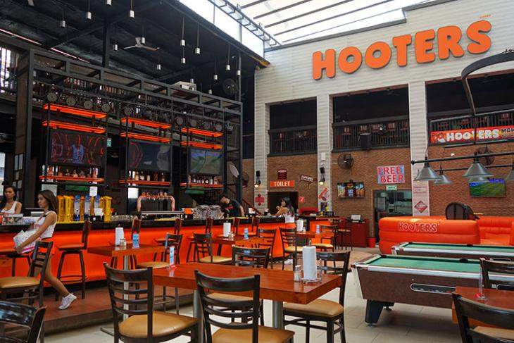 Hooters Will Offer Customers Cryptocurrency for Dining In