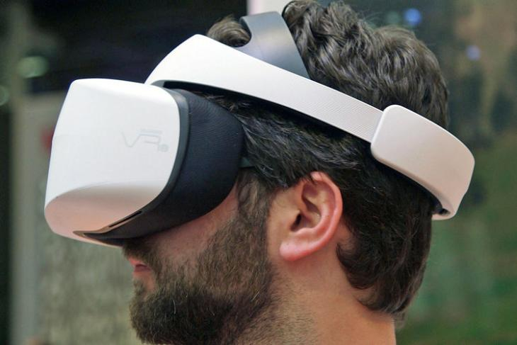 Huawei Shows Off The VR 2 Virtual Reality Headset At CES 2018 (1)