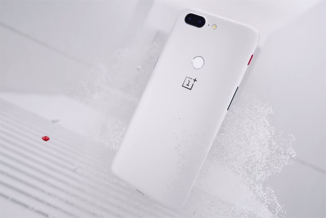 oneplus 5t sandstone white beauty shot