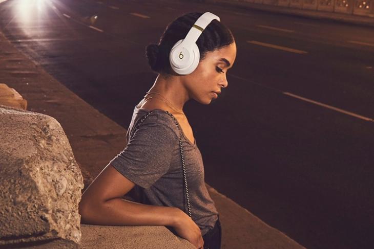 Apple New Over Ear Headphones Featured