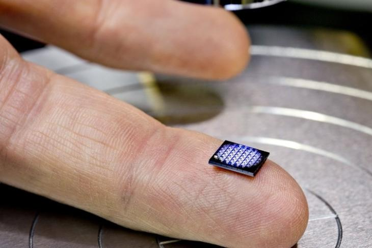 IBM Unveils the World's Smallest Computer Compatible with Blockchain Technology