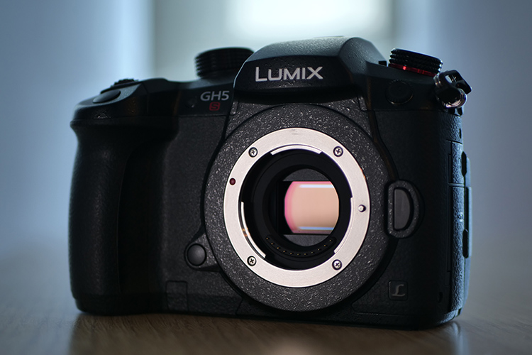 Panasonic LUMIX DC-GH5S Review: The Best Camera for Low-Light 4K Video at 60p