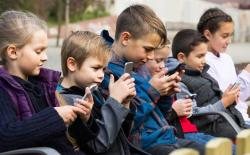 kids_phones_featured750px