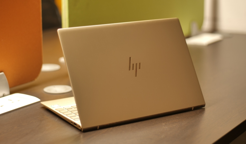 HP Envy 13-ad125TU Design 3