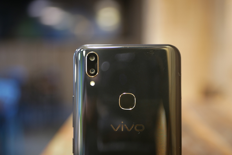 Vivo V9 design and build quality 3