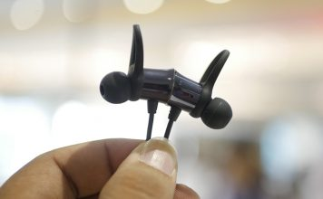 OnePlus Bullets Wireless Bluetooth Headset Hands On: Flawless Sound, Dash Charge, and No Room for Complaints