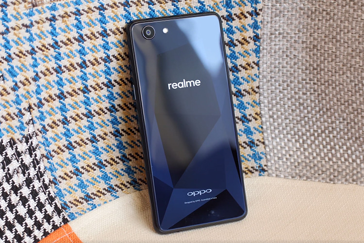 Realme 1 Review: A Promising Yet Flawed Smartphone | Beebom