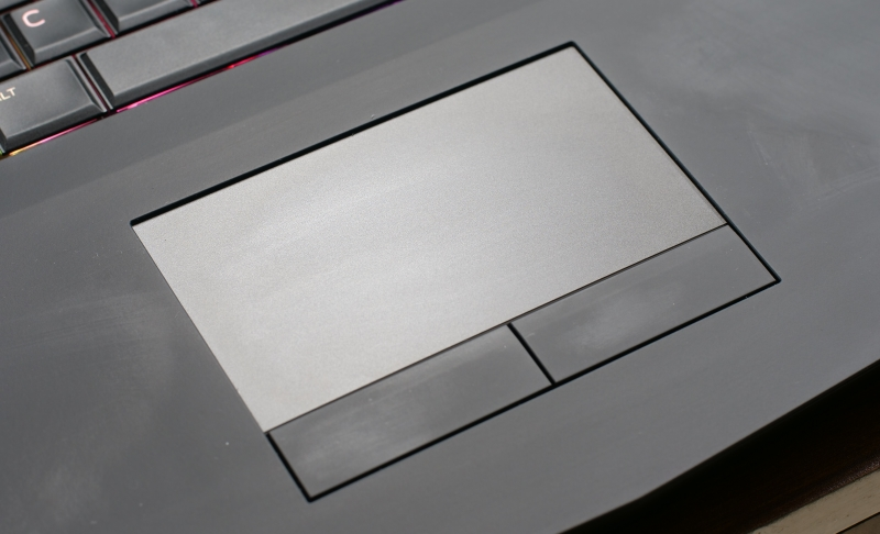 Alienware 15 R3 Touchpad 1