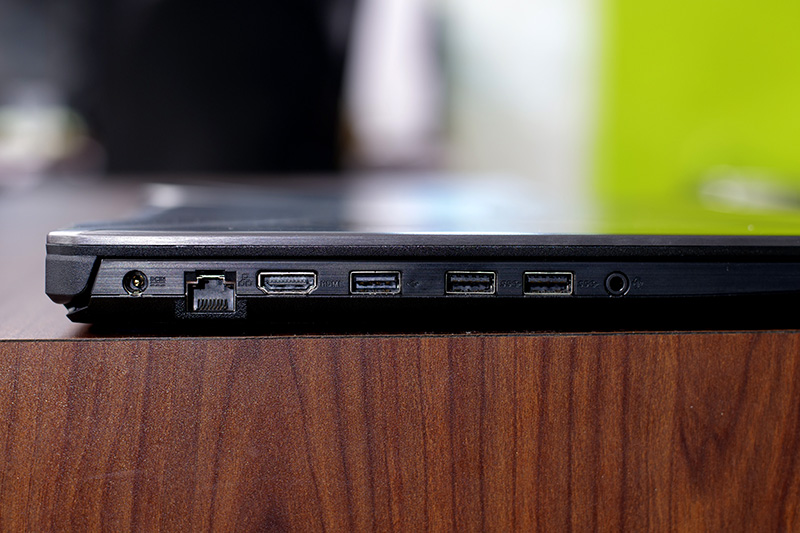 Asus TUF Gaming FX504 Laptop Review: The Best of Both Worlds with Some Compromises