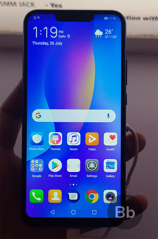 Huawei Nova 3 Hands-On: Charming Good Looks With Four Cameras and Promise of AI