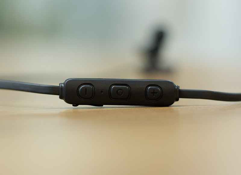 Mivi ThunderBeats Review: High on Bass, Low on Comfort | Beebom