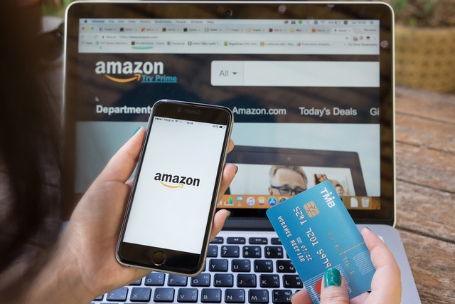 Amazon Leads Over Flipkart