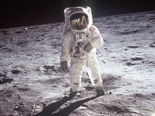 NASA to Launch Manned Mission to the Moon in Partnership with US Companies