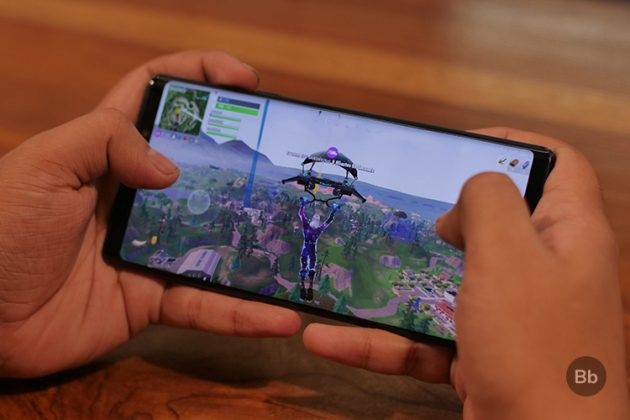Playing Fortnite on the Galaxy Note 9