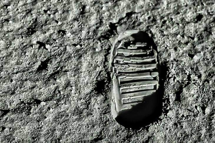 astronauts moon cost 30 billion nasa
