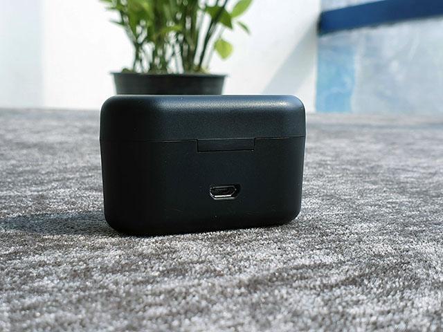 Blaupunkt BTW-01 Bluetooth Earphones Review | Beebom