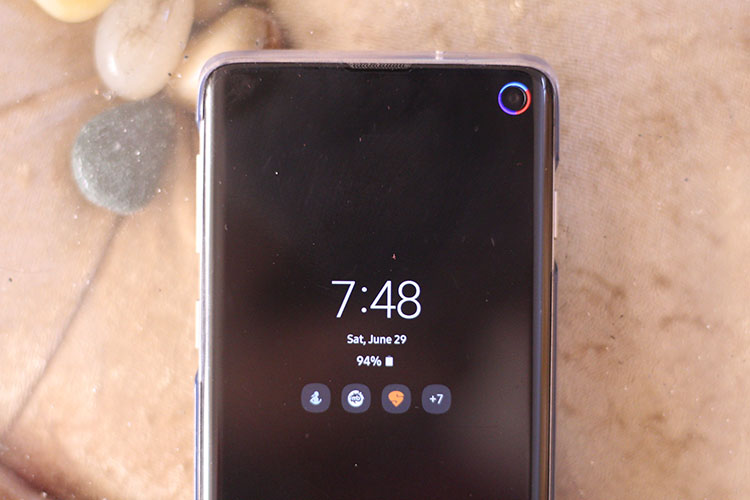 This App Brings a Notification LED to the Galaxy S10 | Beebom
