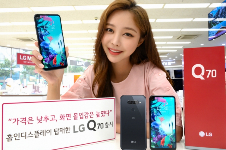 LG Q70 With Punch-Hole Display, Triple-Cameras Official At Rs. 32,500