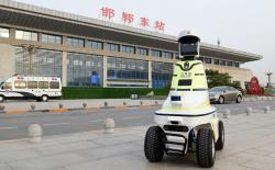 first-police-robots-traffic-china