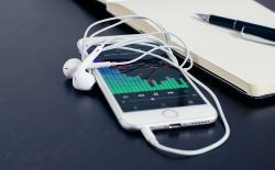 iphone with headphone jack