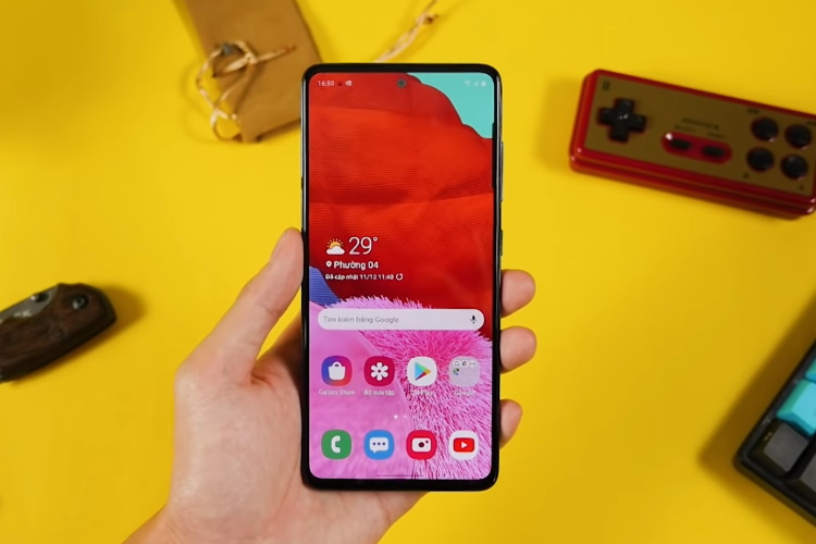 galaxy A51 punch-hole Infinity-O display