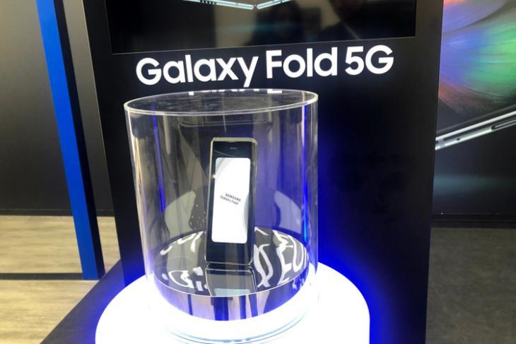 Galaxy Fold 5G shutterstock website