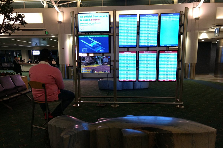 Gamer Takes Over Airport Monitor; Plays Apex Legends