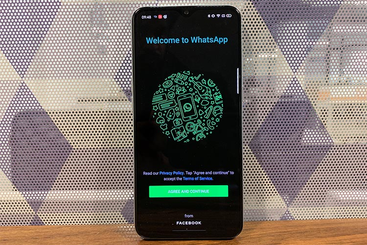 How to enable dark mode in WhatsApp for Android