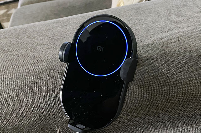 xiaomi wireless car charger blue led light