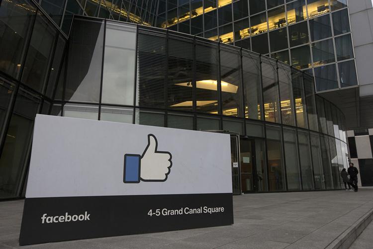 """Facebook Nó mở rộng tính năng """"Trợ giúp cộng đồng"""" để giúp mọi người trong quá trình phân tách 3"""
