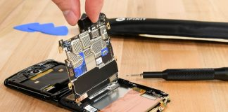 Motorola Razr Gets Low Repairability Score on iFixit's Teardown