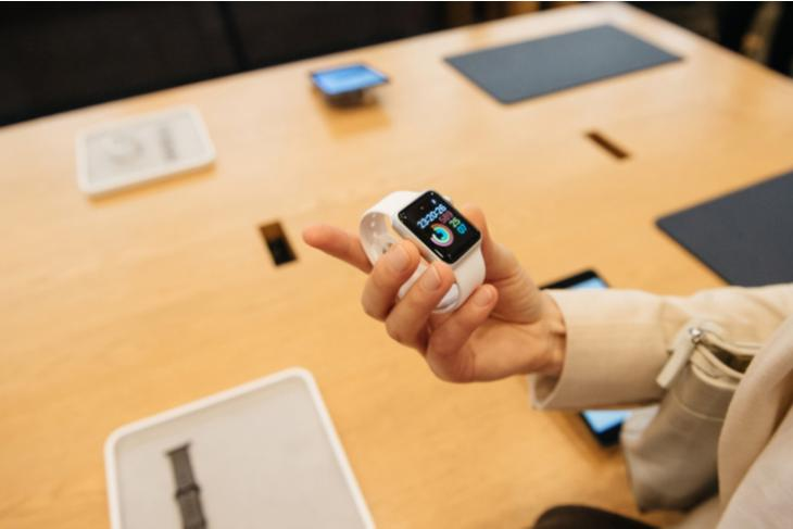 Apple prevent trying on watch feat.