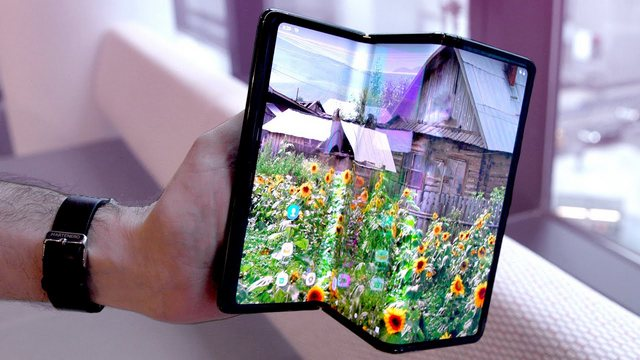 TCL's New Concept Foldable Phone Comes With a Retractable Display