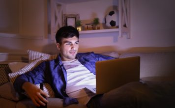 How to Watch Movies Together with Friends Online
