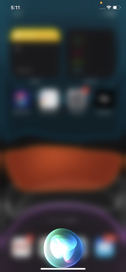 Blur background while Siri is active