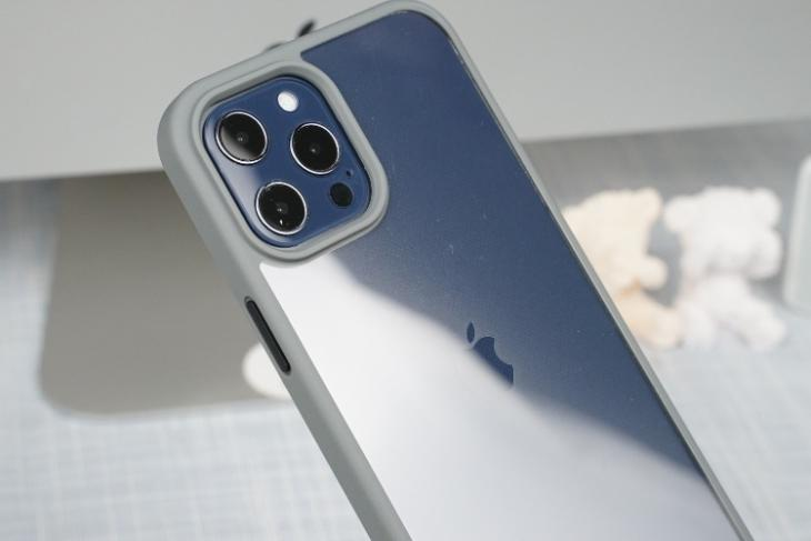 17 Best iPhone 12 Pro Max Accessories You Can Buy