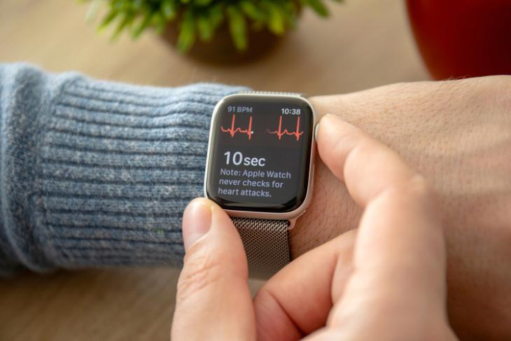 Apple watch saves Indian user's life feat.