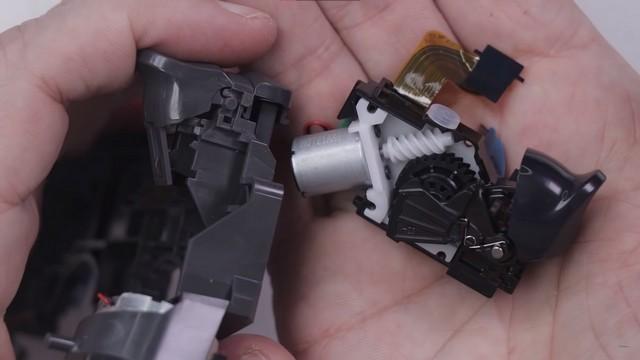 DualSense adaptive trigger teardown 1