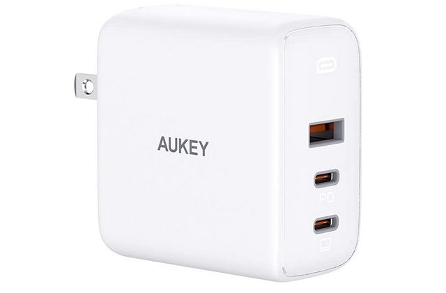AUKEY Omnia 90W 3-Port power adapter for galaxy s21 plus