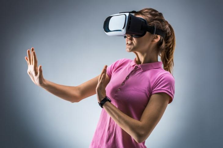 Apple to launch $3000 mixed reality headsset feat.-min