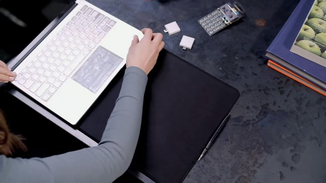 Framework laptop with customizable components