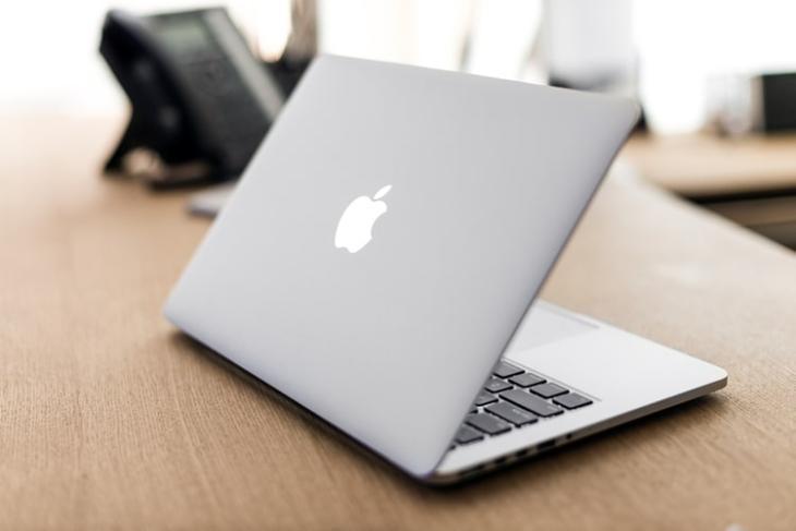 Macbook with deployable feet